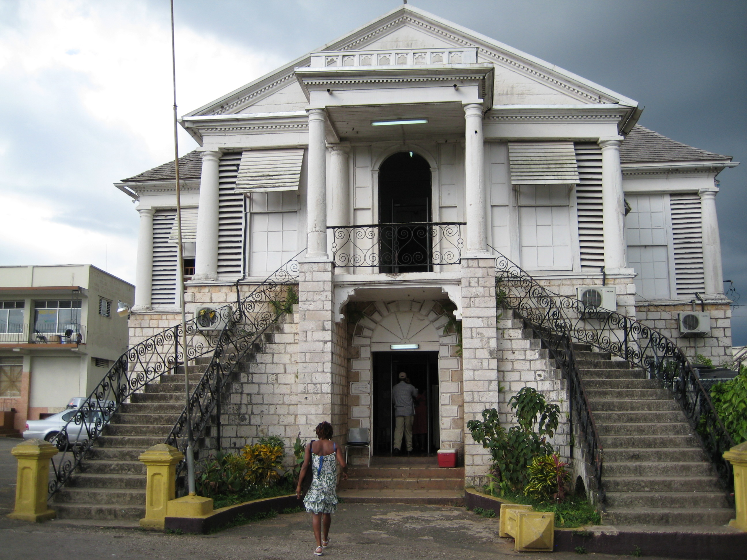 Mandeville s courthouse wonders of jamaica for Building a house in jamaica